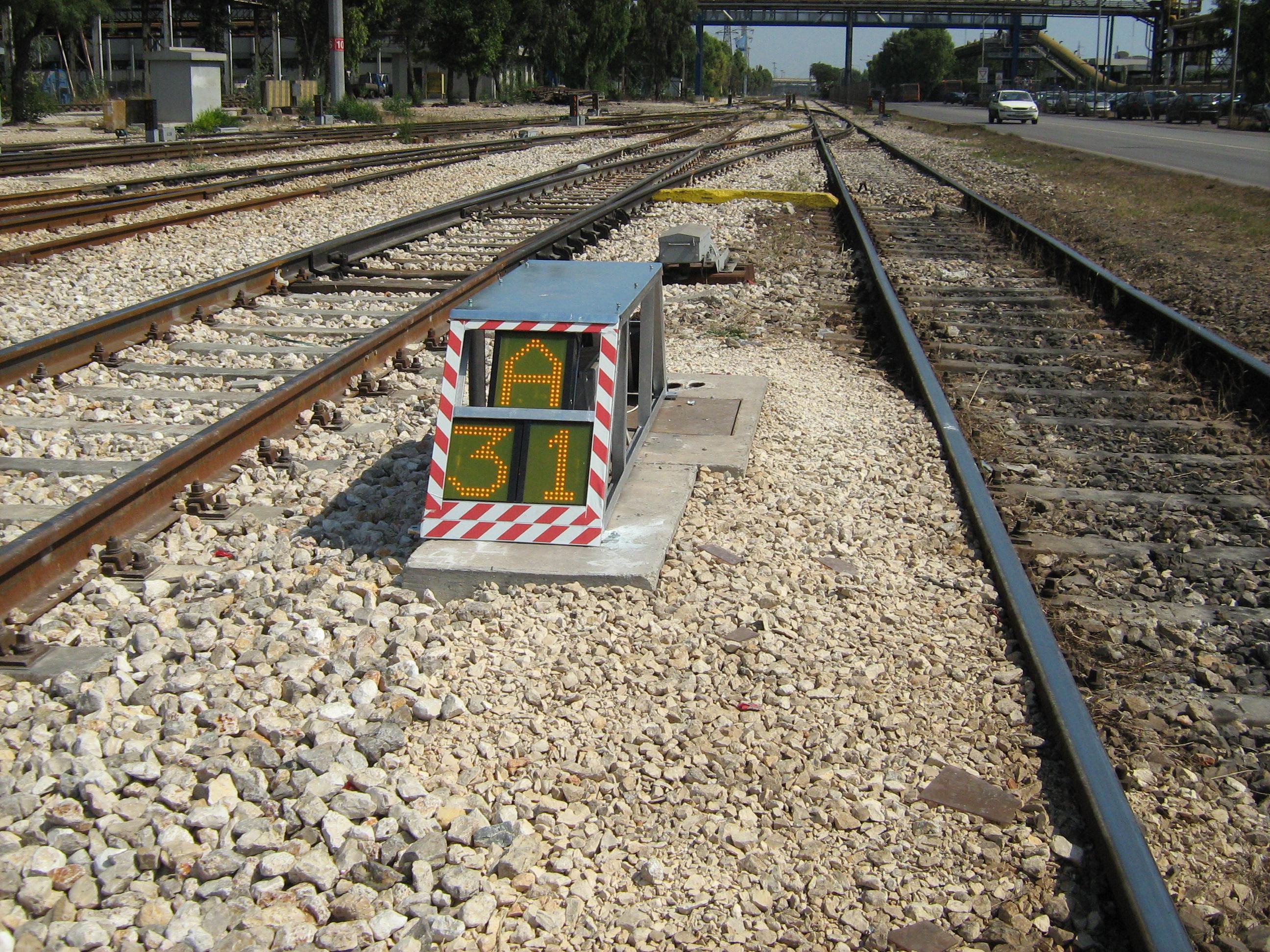 Installazione segnaletica luminosa su scambi ferroviari ILVA (TA)